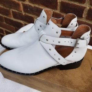 NWB Halogean leather Hailey booties 8,5